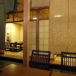 吉松亭 - 小上がりは障子がパーテーションになって、半個室に。