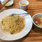 Paradaisudainashithi - 炒飯とスープ