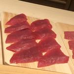 鮨 さかい - 握りの赤身の前準備