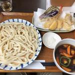 Matsuna - 野菜鳥汁うどん普通盛880円と天ぷら盛合せ680円。