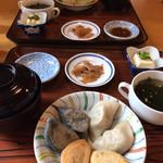 カフェレストラン 久遠 - 料理写真:3大餃子セット(手前)、2大餃子セット(奥)
