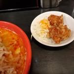 麺家 津田四川 - ラーメンと、サービスチケットの唐揚げ