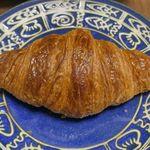 ジョアン - まずは、「クロワッサンジョアン」をお皿の上にセット!