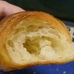 ジョアン - 「クロワッサンジョアン」は、表面パリパリ、中は柔らかくバターのコクや甘味が効いてウマー!