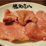 ホルモン 豚や三八 - 塩タン