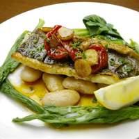 スペイン食堂 石井 - スズキのソテーパプリカ風味:白身魚にスペイン産パプリカとガーリックのソースでどうぞ。