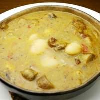 スペイン食堂 石井 - ファバダ:モルシージャ(イベリコ豚の血のソーセージ)入り白インゲン豆の煮込みです。寒い日に最高。
