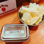 串カツ田中  - お通しのキャベツ       二度付け禁止のソース