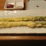 野菜酒場 天ぷら白金 - アスパラ1本揚