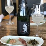 臺眠 - 料理写真:七賢スパークリング日本酒 「山ノ霞」口当たりはとても爽やかで 仄かな甘さとフルーティな香りが楽しめる。