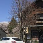臺眠 - 近くの山の桜が満開です。 素晴らしいロケーション