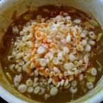 小平うどん - 残ったカレーつけ汁に白飯投入し揚げ玉と摺り胡麻と辣油を加えたとこ