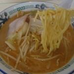 宇宙軒 - 「みそラーメン」麺はこんな感じ