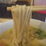 らぁ麺トラットリア ドゥエイタリアン - 麺アップ