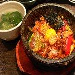 新古房 - 石焼き海鮮ピビンパッ  韓国人が韓国で食べるピビンパッよりおいしいと絶賛。他にも七種類のピビンパッがあります。ピビンパッには、スープがつきます。(スープは毎日変わります)