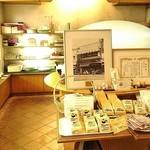 106569989 - 店頭のパンコーナー
