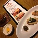 106572111 - 190108ハッピーアワーセット税抜1500円ドリン2杯と前菜、焼鳥3本