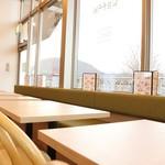 カフェ&ダイニング フェルマータ - 軽井沢の街並みが望めます