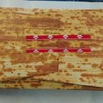106577936 - 紙ですが、気分のものですかね。セロテープは、サイドの赤いとこが粘着面ではなく、浮いているので剥がしやすい!