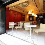 アドピッツア - 天気のよい日はオープンカフェにしています。
