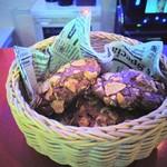 エッセン - チョコクッキー470円を初見のお姉ちゃんが盛り付け♪