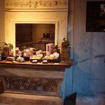 パティスリィ ドゥ・ボン・クーフゥ - 店内の焼き菓子のコーナー。