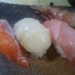 北の味心竹ちゃん - 極上握り 鮭、ホタテ、中トロ