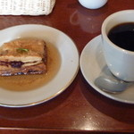 10661252 - ケーキとコーヒー