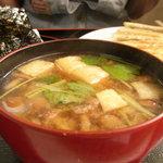 中華料理 栄香楼 - おにぎり餃子セットの味噌汁はたっぷりの一杯