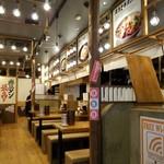 豊田タンメン - かなり広い店内です