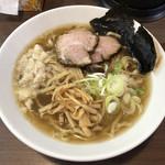 煮干し中華そば 山形屋 - 料理写真:「中華そば」750円(あっさり、背脂)