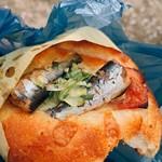 Boulangerie Doumae - それでも買い続けているオイルサーディンのパン