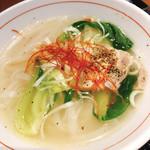 外灘紅緑灯 - 米麺であっさりスープでした。