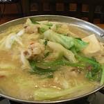 ジャパニーズフーズ 櫂の蔵 - 西京味噌味のもつ鍋です