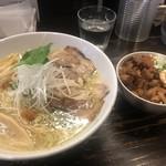 こむぎ - 料理写真:塩 中華そば (大) ¥910 チャー玉丼         ¥250