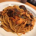 チロリン村 - えびときのこのピリ辛トマトソース