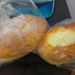 ブーランジェリー - 料理写真:くさやパン、コーンバンズ