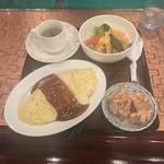 ブルドック - 料理写真:サービスセット(インディアンオムライスとから揚げのセット)