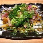 鶏家 六角鶏 - 本日の地鶏タタキ薬味まみれ
