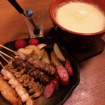 koshitsuizakayatorijuubee - 焼き鳥チーズフォンデュセット。串は選べません。