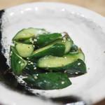 鰻う おか冨士 - 付きだしの胡瓜の漬物