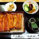 登三松 - うな重・竹(¥3456)。ボリュームはサービス特丼と同程度、デザートに葛餅が付く