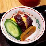 登三松 - お新香の彩りと美味しさには唸らされた。特に瓜粕漬のパリッと感! これは夜にも期待できそう