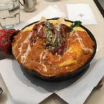 ビストロ タマ - カニのトマトクリームソース  モンサンミッシェルオムライス