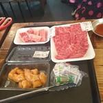 肉のオカヤマ直売所 - 赤みロース×2、カルビ、マル腸。