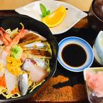 寿司一作 - ☆GW限定☆特選海鮮ちらし(赤だし・小鉢・果物付)