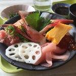 うみてらす名立 名立漁港直送 地魚専門店 - 料理写真:海鮮丼 950円 安くない?!