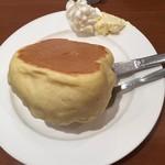 小野珈琲 - なんだか傾いてるホットケーキ