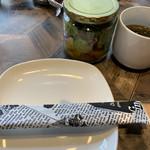 106660196 - 先にセットされたスープとジャーサラダ