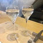 106663349 -                        乾杯スパークリングワイン